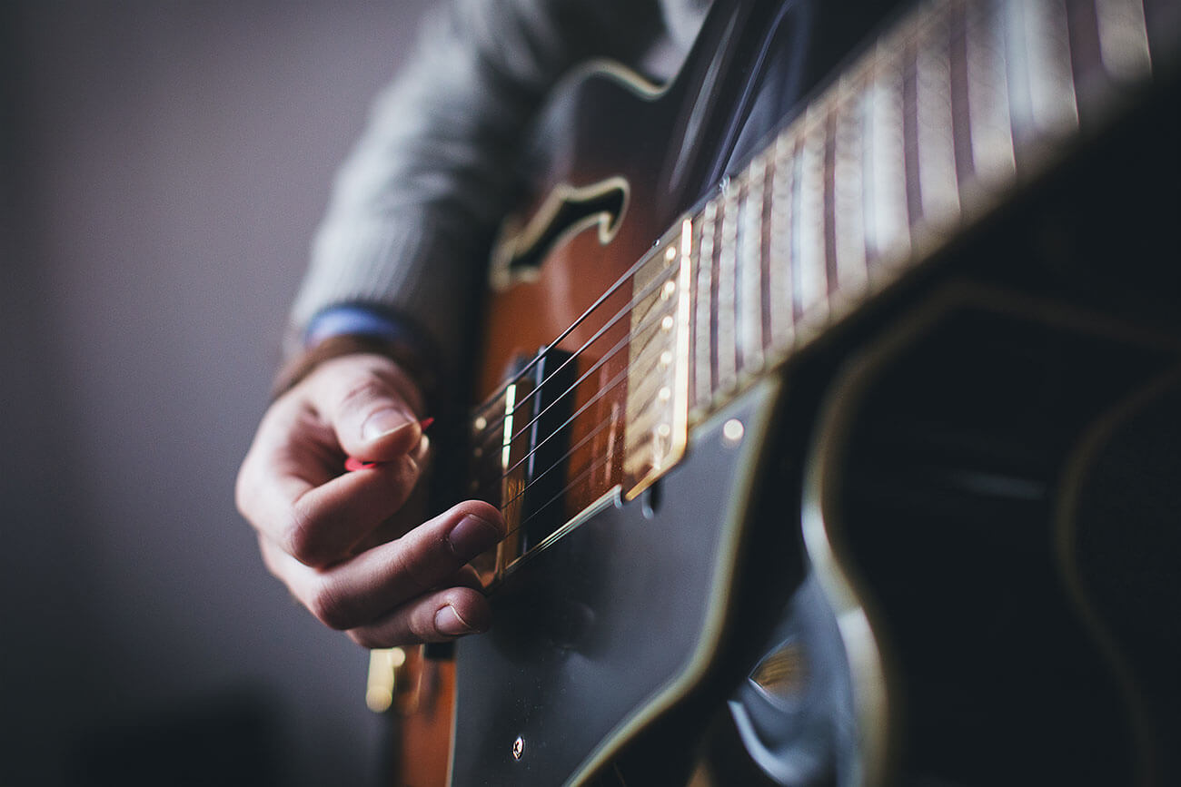 Musik-og-Teaterhoejskolen_guitar_website-wordpress1300x867